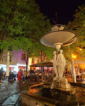 Fontaine des Trois Grâces - Place Général de Gaulle, Chinon.