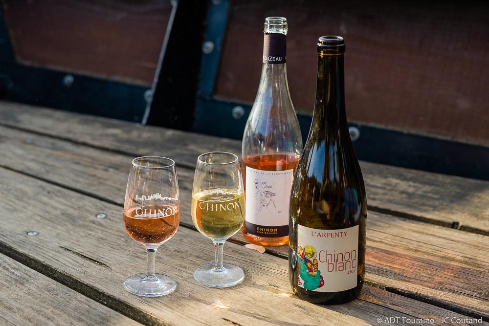 Apéro : dégustation de vins de Chinon sur la Vienne.