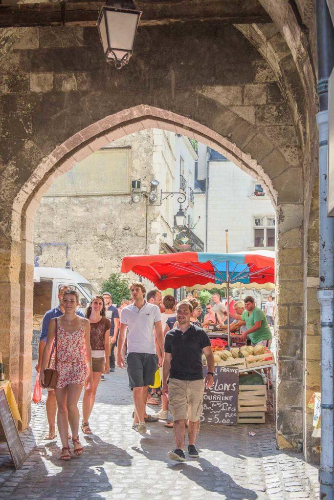 Marché en Indre et Loire. En Touraine, les marchés de Tours, Amboise, Chinon, ou Loches sont les plus grands.