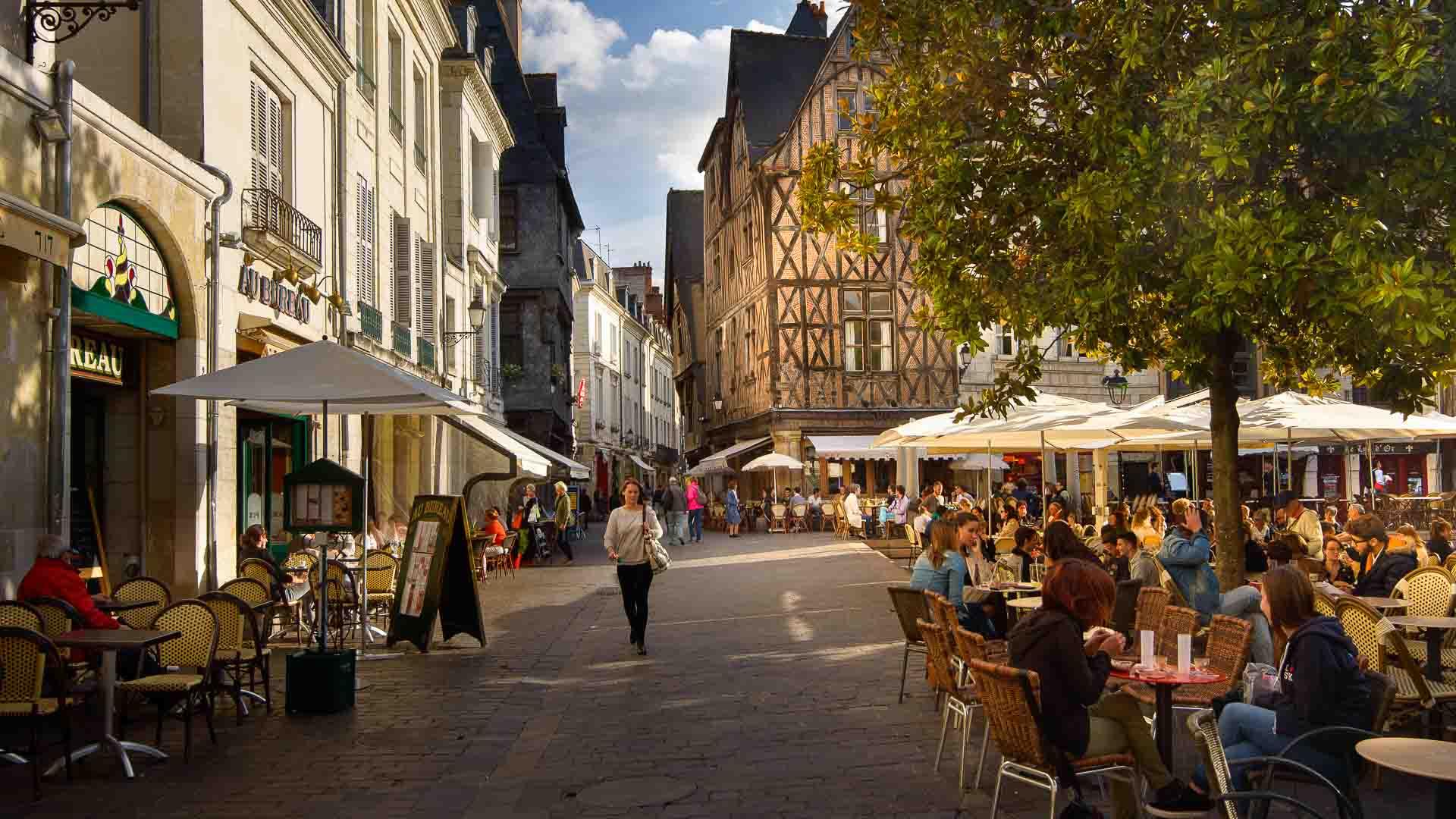 Place Plumereau, à Tours.