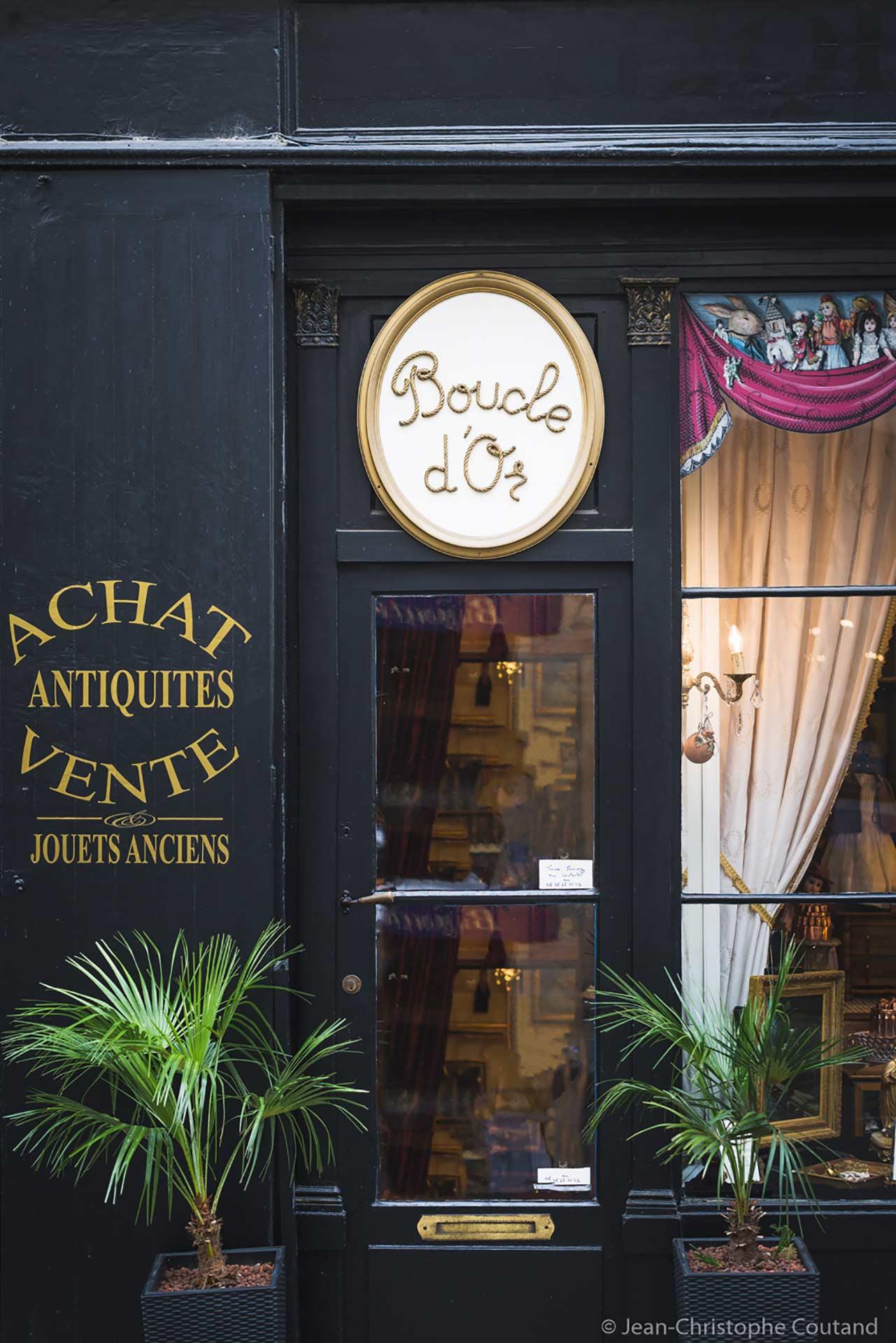 Shopping, rue de la Scellerie, à Tours.