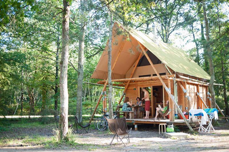 Camping en Val de Loire / Camping Huttopia, au bord du lac de Rillé