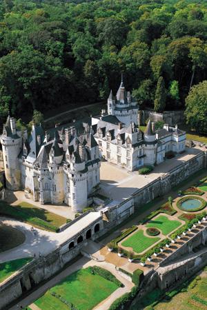 Vue aérienne du château d'Ussé, le château de la Belle au bois dormant.