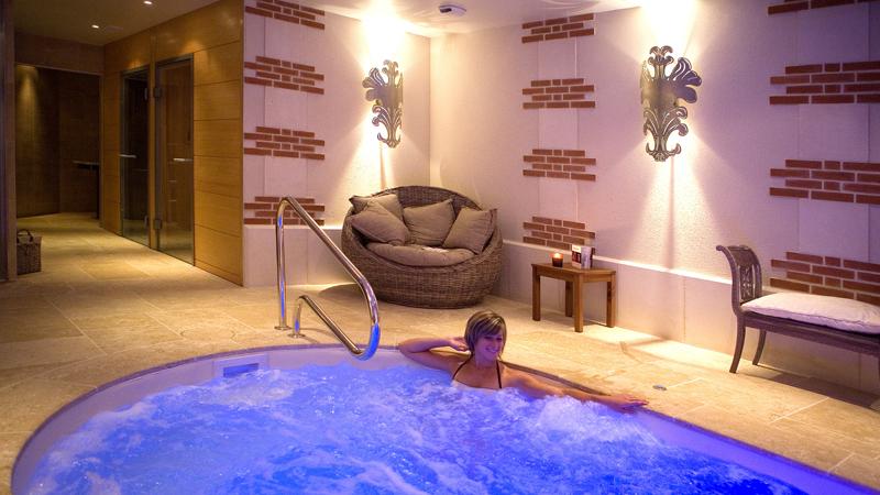 Hôtels de charme : réservez un château hôtel en France, entre Paris et Saint Nazaire. Le spa du château hôtel de Beaulieu, incitatif pour réserver un séjour de luxe ! Offres de séjour de charme à l'hôtel toute l'année. Détails sur les sites de voyage dans le monde.