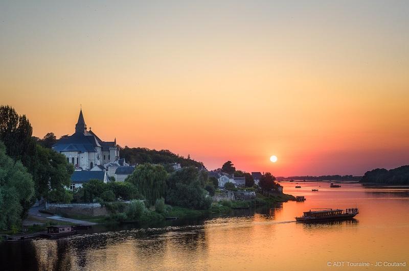 Balade sur la Loire à Candes-Saint-Martin, au départ de Montsoreau, près de Saumur, en Anjou. Une belle promenade fluviale, en France.