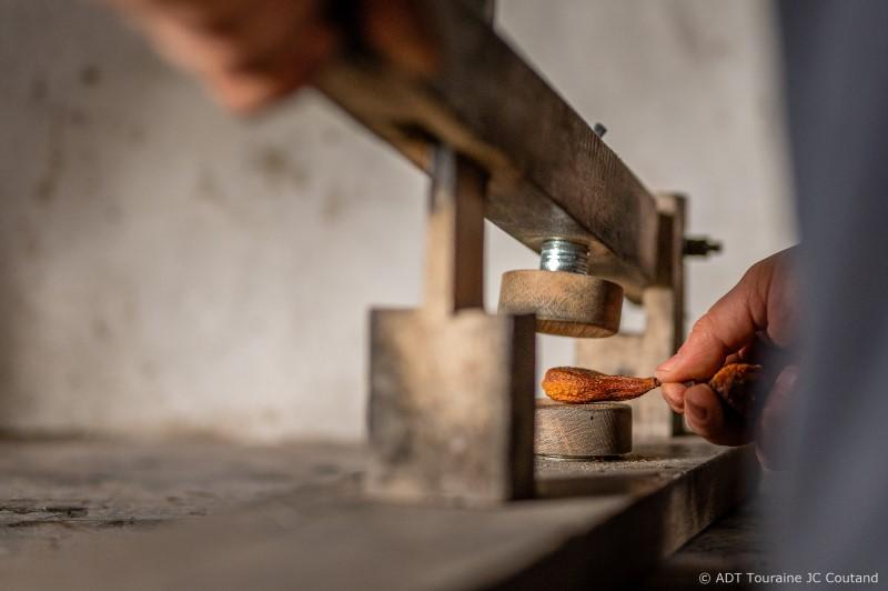 La platissoire, pour chasser l'air des poires tapées - Rivarennes
