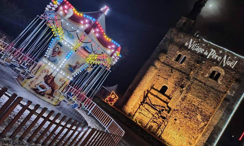 Le village du père Noël, à la forteresse de Montbazon