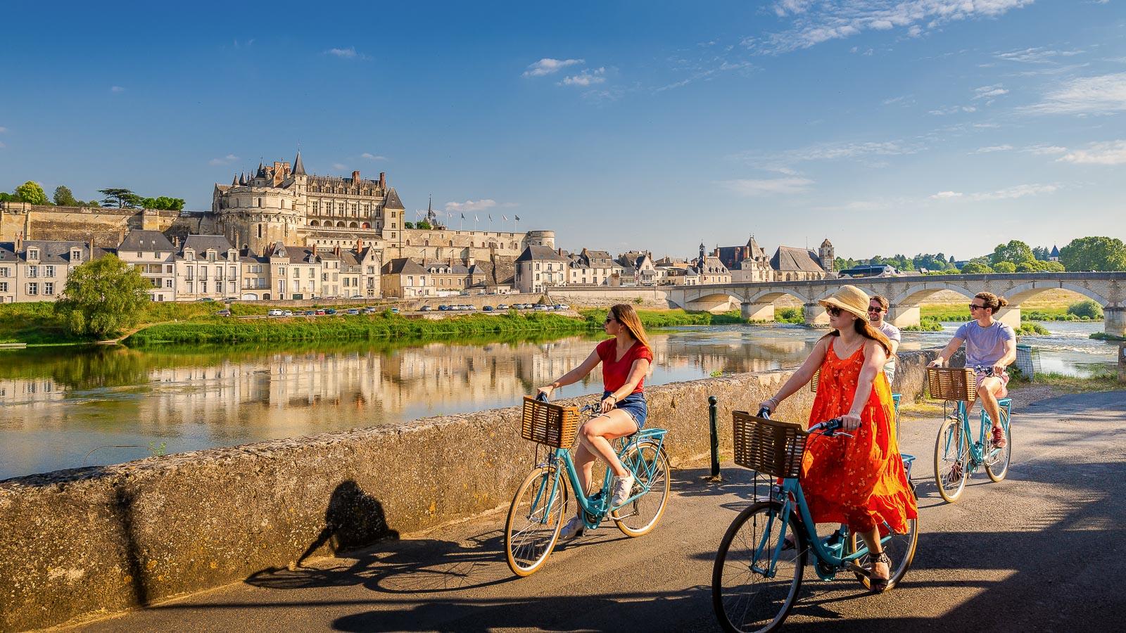 Balade à vélo devant le château royal d'Amboise