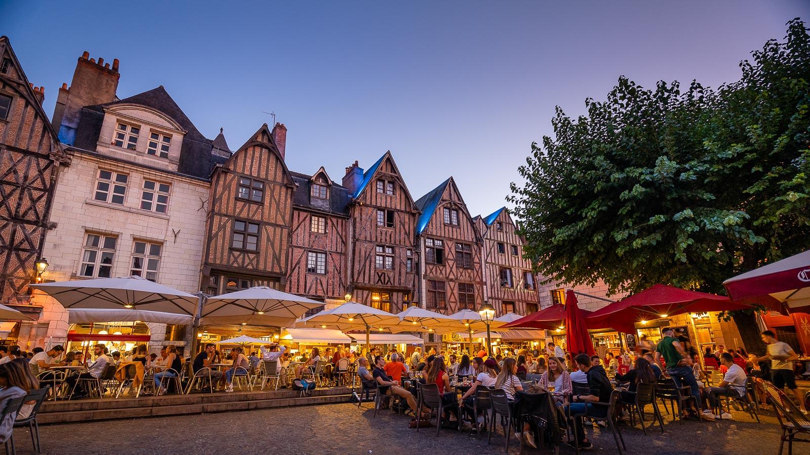 La place Plumereau, étape incontournable dans la capitale tourangelle