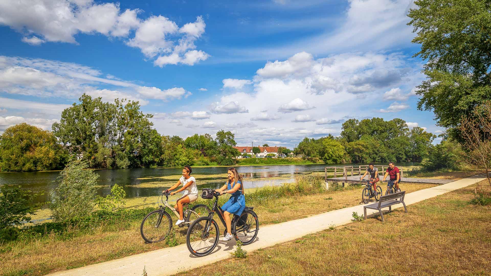 En roue libre : Cœur de France à vélo (Val de Cher - Canal de Berry)