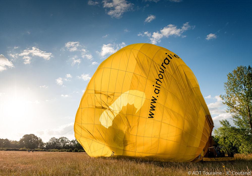 Fin du vol : la montgolfière s'affale !