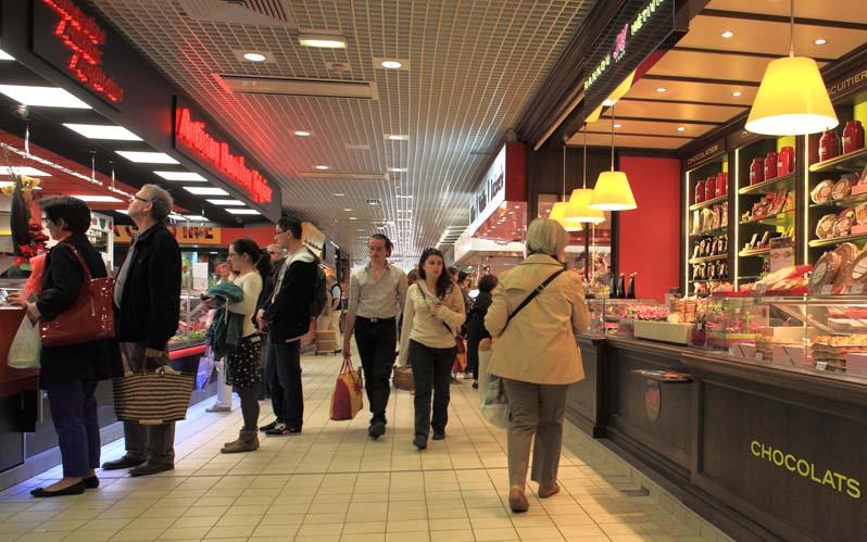 Le marché couvert des Halles, à Tours, pour un shopping gourmand.