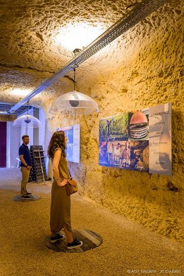 Les Caves Duhard, devenues caves Ambacia. L'Odyssée des millésimes : visite et oenotourisme à Amboise, en Val de Loire.