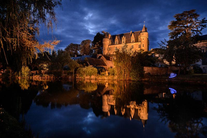 Spectacle sons et lumières des nuits solaires, à Montrésor, France.