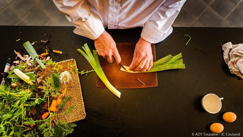 Le restaurant Vincent cuisinier de Campagne et son chef. Les automnales de la gastronomie 2021 ont lieu au domaine de Candé et dans les restaurants des chefs partenaires. Le principe : un prix fixe et un chef découvert sur place !