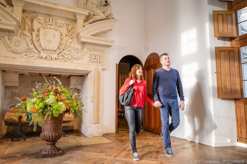 Des bouquets de fleurs pour le plaisir des visiteurs. Avec son atelier floral, le château de Chenonceau est décoré de nombreux bouquets floraux.