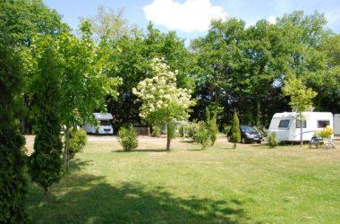Emplacements du camping Les Acacias – Val de Loire, France.