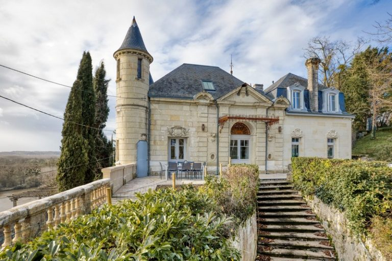 Château Satis Morituro et son logis (Gîte de groupe pour 14 personnes)-1