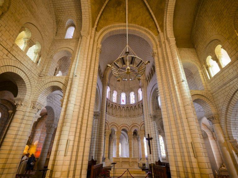 Eglise Abbatiale Saint-Pierre-1