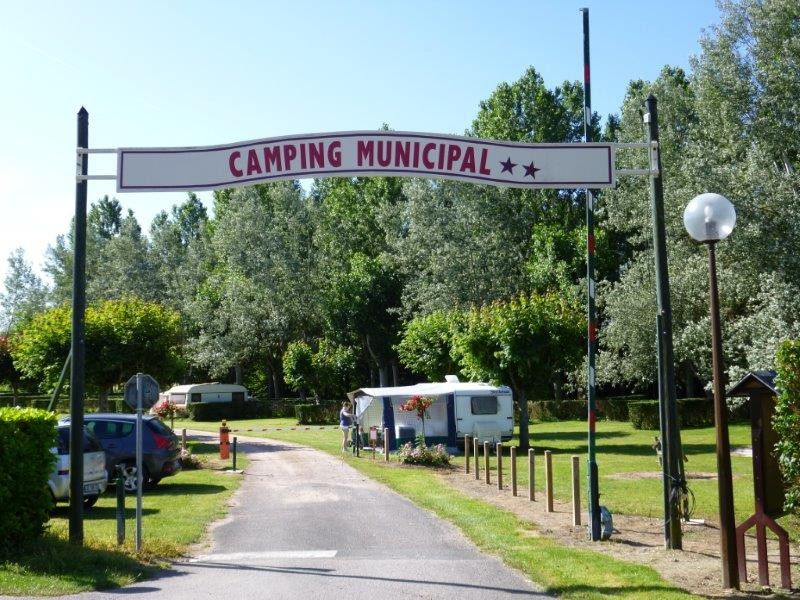 Camping la croix marron le grand pressigny terrain de for Camping camp municipal au jardin
