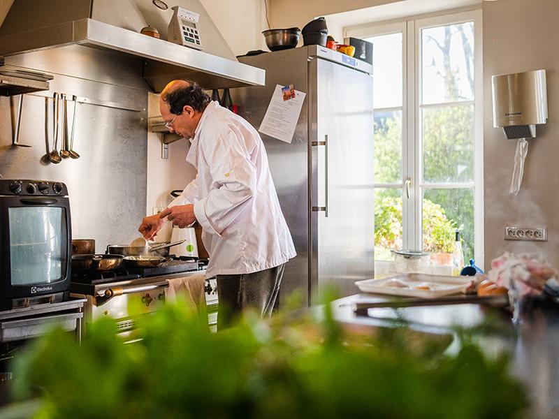 Remise en même temps que les étoiles du guide Michelin, l'une des étoiles vertes de 2021 récompense le restaurant Vincent Cuisinier de Campagne pour sa cuisine gastronomique adossée à sa démarche écologique et responsable. Un restaurant étoilé Michelin de plus en Indre-et-Loire.